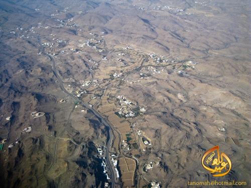 1430 3 - التقطت هذه الصورة من الطائرة في رحلة متجهة لأبها - الصورة لطريق ابها الطائف بالقرب من شعار