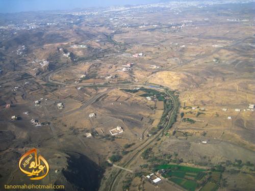 1430 4 -صورة من الطائرة للوادي الممتد من سد أبها ... التقطت الصورة اثناء الهبوط في مطار ابها
