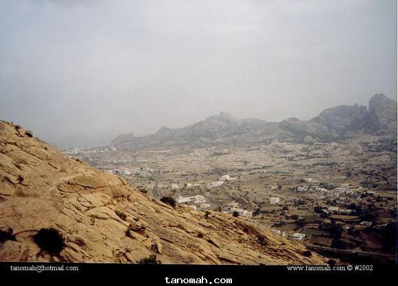 منظر من جبل منعاء لقرى بني لام وال مجادب في تنومة عام 1422