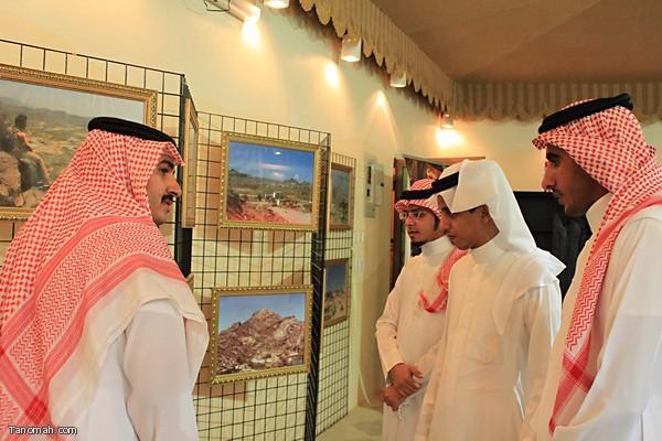 اداري مجالس المجاردة يزورون معرض تنومة للصور الفوتوغرافية