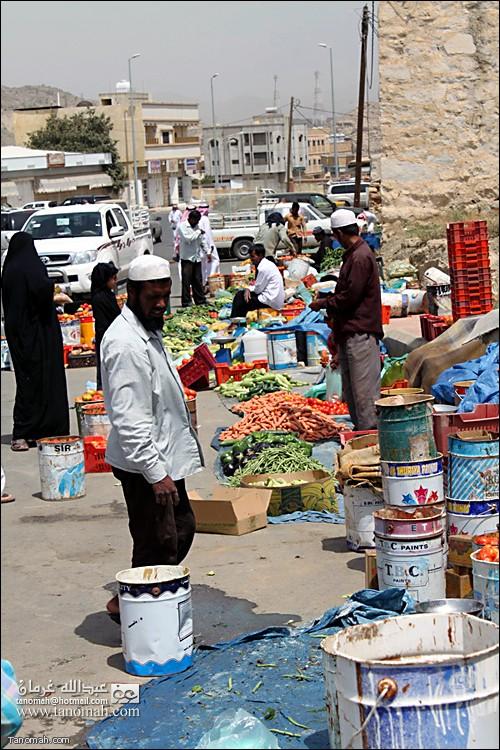 العمالة الوافدة تحتكر البيع في سوق السبت لحسابها  وتتحكم بالاسعار