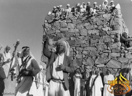 صورة لعرضة قديمة لقبيلة بني قشير في قريه ببني شهر