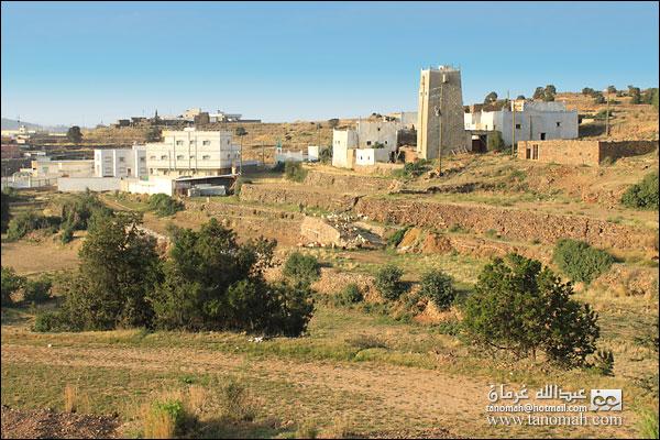 قرية على طريق عقبة الجعدة ببللحمر