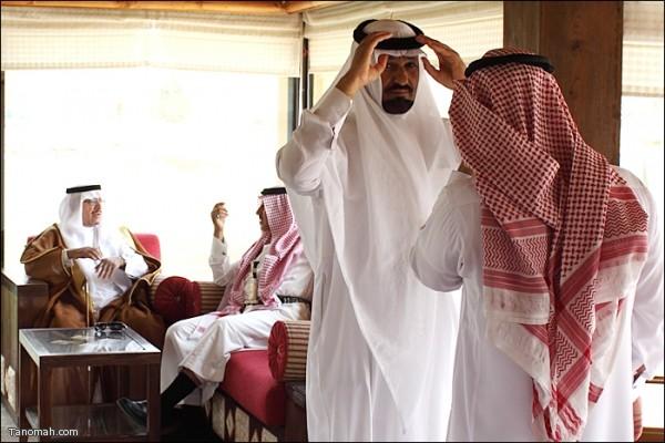 صورمن إحتفال بعض أبناء قبيلة بني شهر في مدينة الرياض بمناسبة عودة الملك حفظه الله وبث عبر قناة MBC   (تصوير عبدالله غرمان)