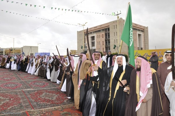 وسط الأمطار والضباب أهالي النماص يحتفلون بعودة الملك عبدالله  النماص (تصوير : حسن عامر)