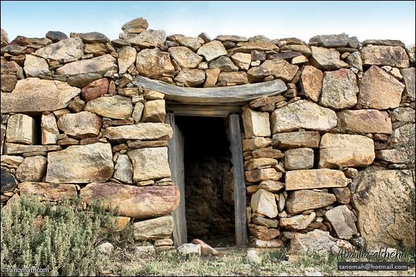 واجهة احد البيوت القديمة الأثرية في تنومة  (عدسة عبدالله غرمان)
