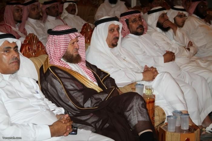 حفل تكريم لعدد من أبناء المنطقه ولقاء الدكتور العواجي في إثنينية تنومة (عدسة عبدالله جاري)