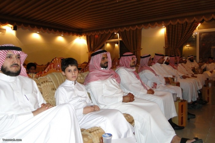 حفل تكريم لعدد من أبناء المنطقه ولقاء الدكتور العواجي في إثنينية تنومة (ظافر بن فهران)