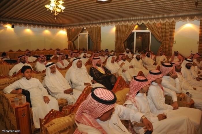 حفل تكريم لعدد من أبناء المنطقه ولقاء الدكتور العواجي في إثنينية تنومة (تصوير أحمد الخشرمي)