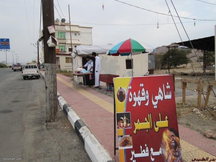 مظاهر رمضانية  تنومية - شباب يبيعون الفطير والفواكه ( بدر الطنيني)