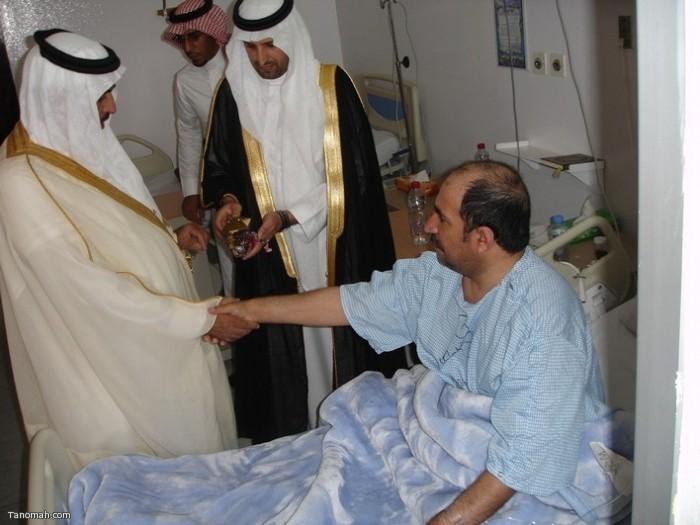 معايدة محافظ النماص الأستاذ حمود النايف للمنومين في مستشفى النماص العام (عدسة محمد عامر)