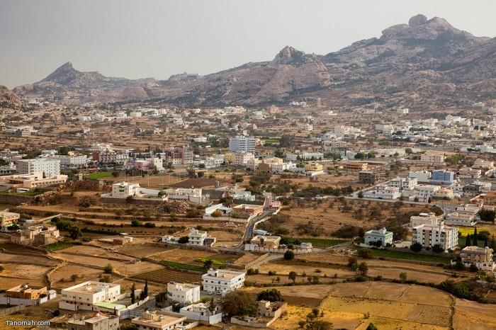 منظر عام لوسط مدينة تنومة من طريق منعاء الشمالي   (عدسة : رائد عثمان )