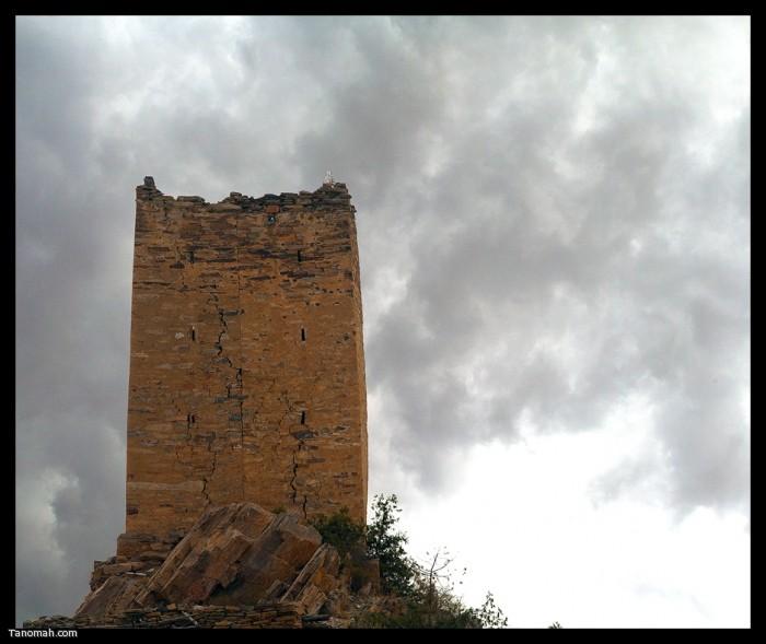 """قلعة قديمة """"الحصن""""  (عدسة : رائد عثمان )"""