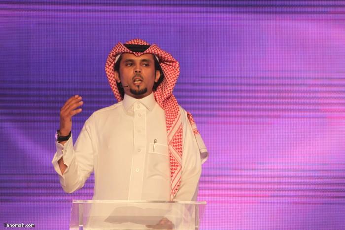 الحلقة السادسة - الجولة الأولى من مسابقة شاعر الملك - الشاعر عثمان الشهري يلقي قصيدته امام الجمهور