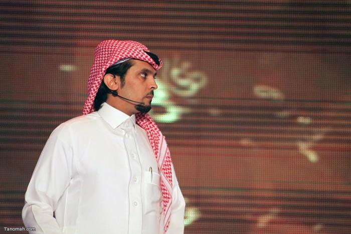 الحلقة السادسة - الجولة الأولى من مسابقة شاعر الملك - الشاعر عثمان الشهري  ينتظر الإذن بإلقاء مشاركته