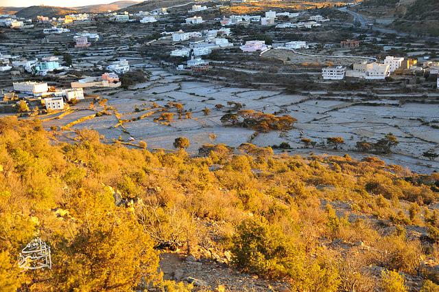 الثلوج تغطى قرى و المدرجات الزراعية في النماص