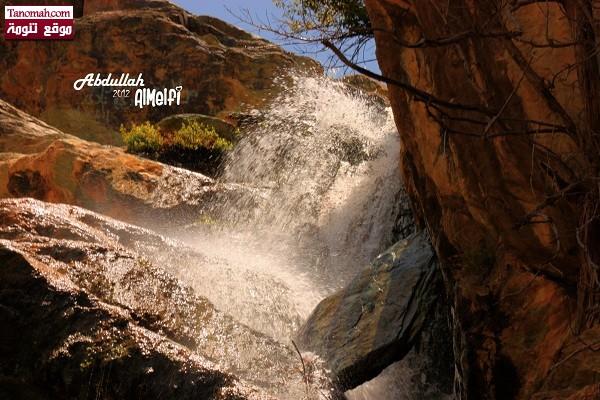 شلال الدهناء تتدفق منه المياه - عدسة عبدالله الملفي