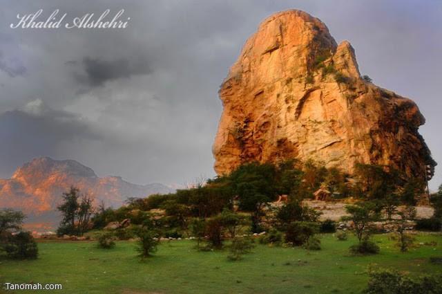 جبل عبدالله في احد المعالم في منتزه الشرف غرب تنومة - عدسة خالد عبدالرحمن