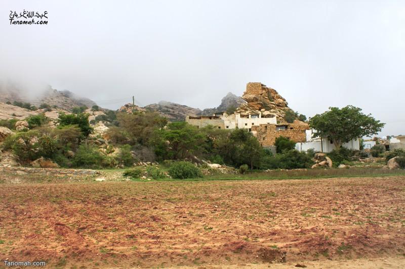 """جانب من قرية """" آل عضاة"""" على طريق منتزه المحفار بتنومة ... عدسة عبدالله بن غرمان"""