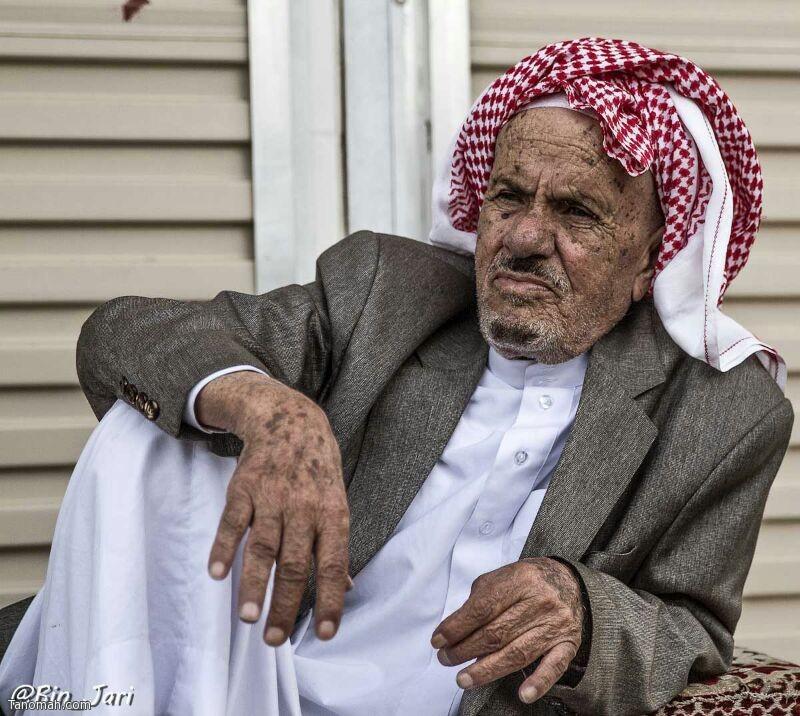 """من زمن الطيبين """"الشيخ عبدالرحمن بن حيي أحد أقدم رجال الأعمال في محافظة تنومة أطال الله في عمره في لقطة بعدسة عبدالله بن جاري """""""