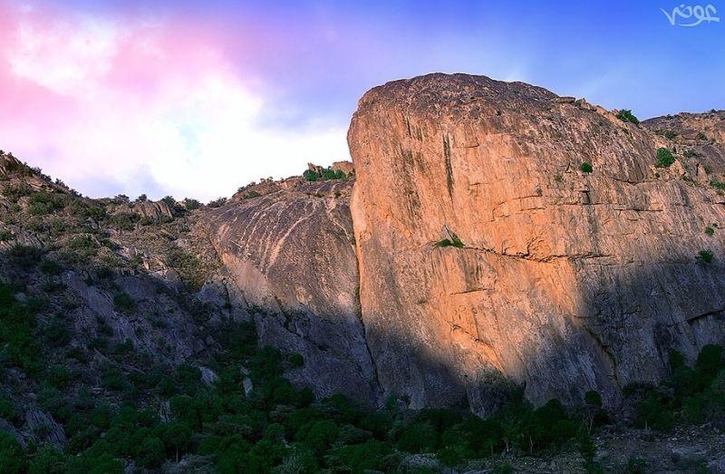 """شروق الشمس على جبل """"حيبشان"""" شمال تنومة تصوير عوض بن حسان"""