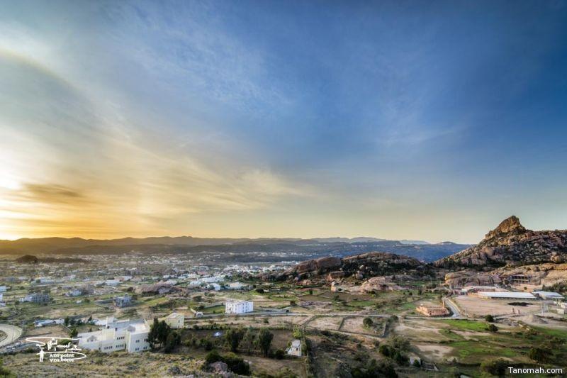 منظر طبيعي لمدينة #تنومة في الصباح الباكر وظهور هالة شمسية في الأفق