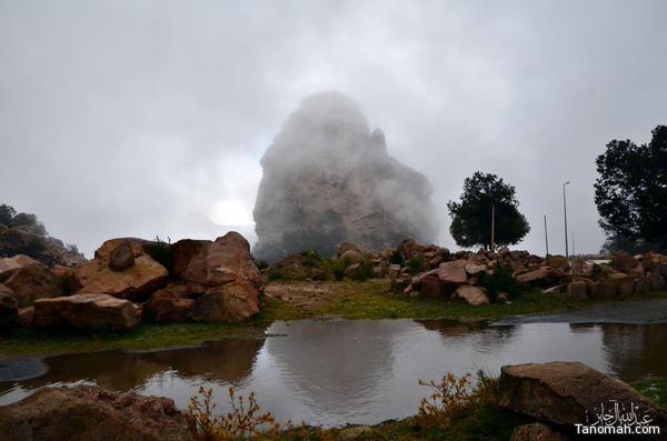 """جبل """"عبدالله"""" يلتحف السحاب بعد يوم ماطر تنومة الثلاثاء 10 ذو القعدة 1436هـ عدسة بن جايز"""