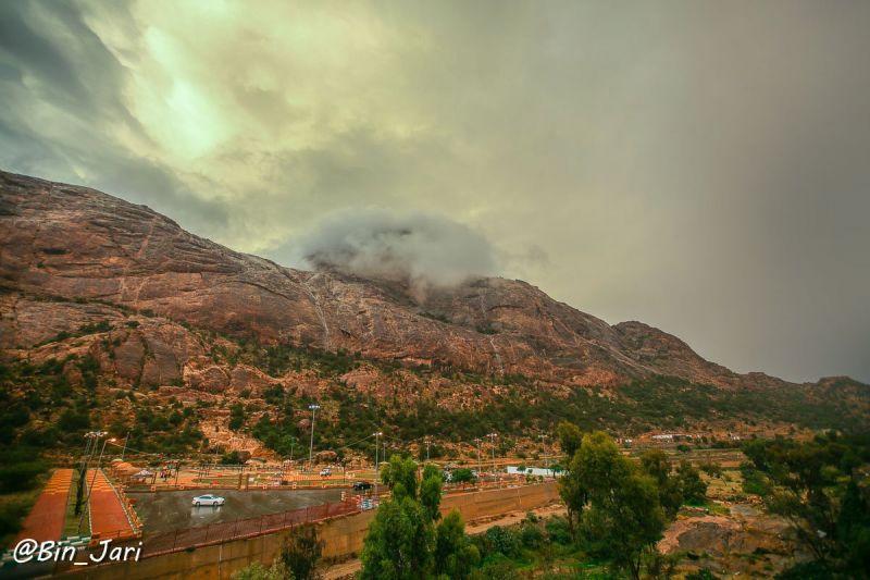 جبل عكران في #تنومة متلحفاً بالغيم..عدسة بن جاري