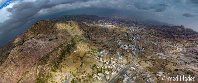 #صورة جوية تظهر جمال وروعة الطبيعة والتضاريس في #تنومة ... عدسة أحمد حاضر