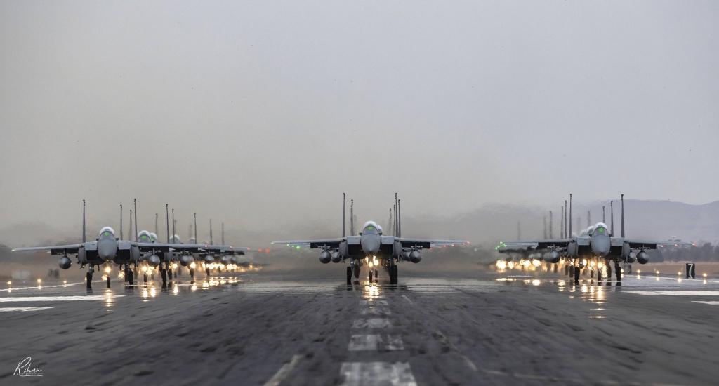 #صورة رائعة لتشكيل حماة الأجواء #السعودية عدسة : ريان