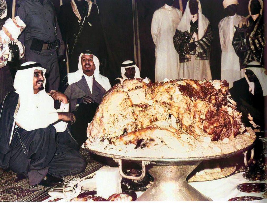صورة نادرة للملك فهد والملك سلمان في السودة في ضيافة الأمير خالد الفيصل