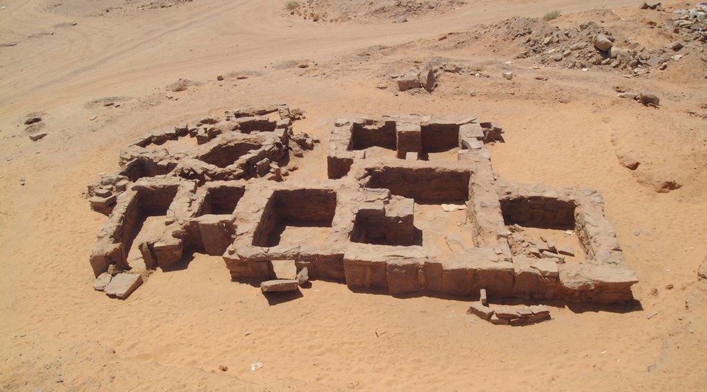المدافن الأثرية جنوب تيماء /عبدالإله الفارس