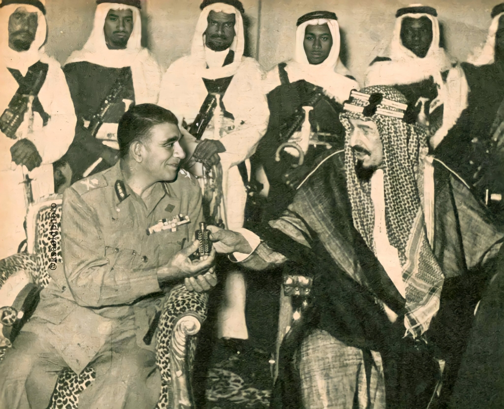 من آخر صور #الملك_عبدالعزيز كانت مع الرئيس المصري