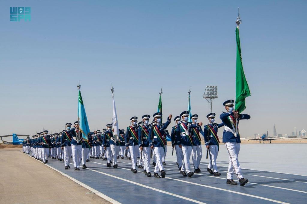 #صورة لـ الدفعة (100) من طلبة كلية الملك فيصل الجوية