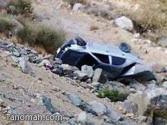 سقوط سيارة في منحدر ونجاة قائدها