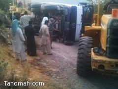حادث انقلاب شاحنة يغلق طريق ترج