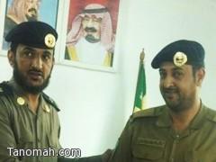 مدير الدفاع المدني تنومة يقلد الرقيب سعيد بن عبدالعزيز رتبته الجديده