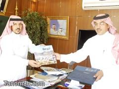 بن حبيب يستقبل ممثل لجنة أهالي محافظة تنومة ويشيد بكتاب (تنومة رحلة بصرية)