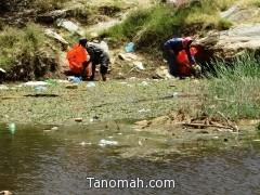 رئيس بلدية تنومة يوجه فريق عمل  لتنظيف شلالات الدهناء ورشها بالمبيدات