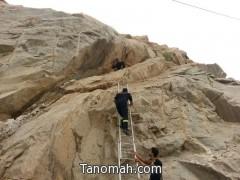 """الدفاع المدني ينقذ شاب محتجز في جبل بـ""""بارق"""""""