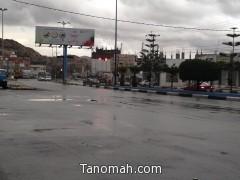 مياه الأمطار تغسل مدينة تنومة بعد عصر هذا اليوم الخميس