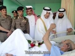 الهزاني يقوم بزيارة ومعايدة المرضى المنومين بمستشفى تنومة العام