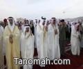 أمير عسير يتقدم  المصلين في صلاة عيد الفطر المبارك ويستقبل المهنئين بالخالدية