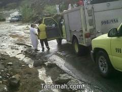 احتجاز مركبات بعد أمطار غزيرة في رجال ألمع