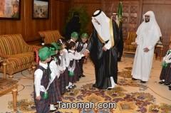 بالصور : وفد مدارس الرواد يهنون أمير عسير باليوم الوطني