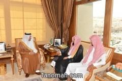 أمير عسير  يلتقي الشيخ الحجري ووفد من الجالية اليمنية