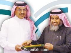 مدير التربية والتعليم بمحافظة النماص يكرم الأستاذ محمد بن حصان