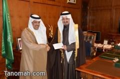 أمير عسير يتسلم دعم رجل الأعمال أبوقفرة لمجلس شباب المنطقة