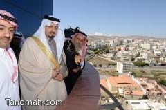 """أمير عسير يطلع  على مشروع """" حلم أبها """" واستقبل اللواء الغامدي"""