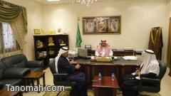 محافظ تنومة يلتقي الإعلامي محمد الشهري